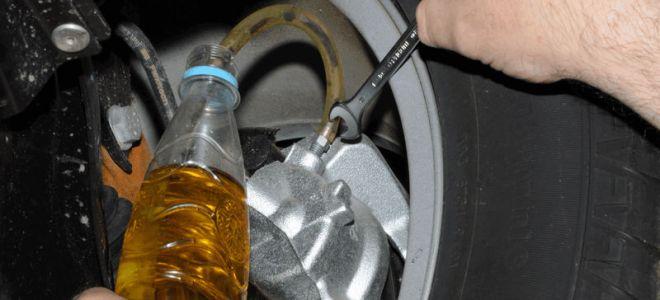 Замена тормозной жидкости в Рено Дастер